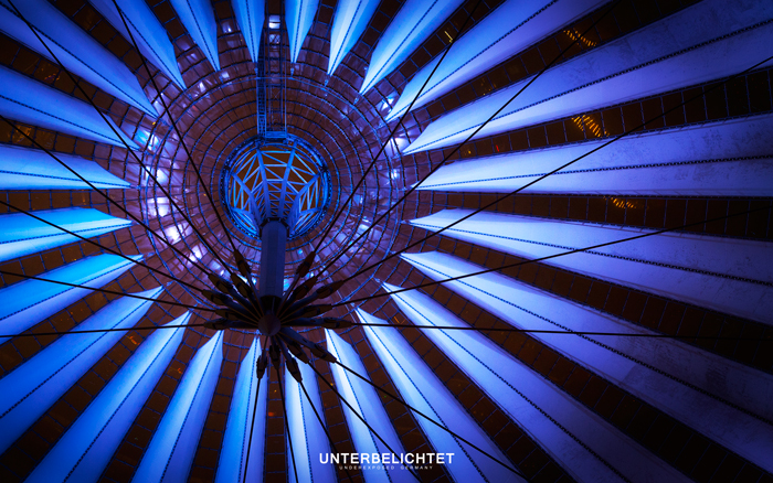 Berlin | Germany 11.10.2014, 20:25:50 Canon 6D 1/40 Sek; f/4,0; ISO 1600